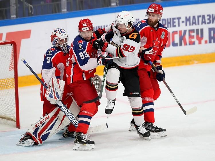 "Omskas ""Avangard"" un Maskavas CSKA hokejisti cīņā, likmetv"