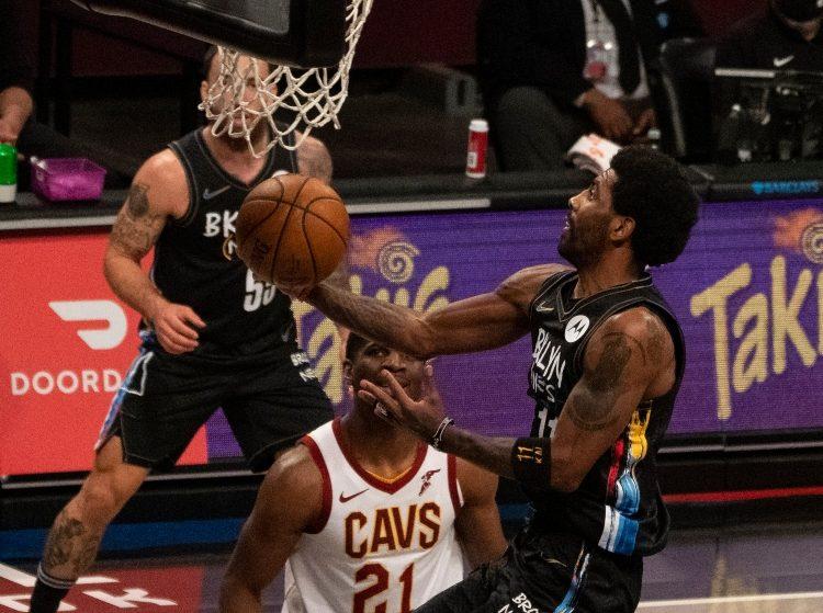 """Viens no """"Nets"""" līderiem iekļūst NBA vēstures ailēs"""