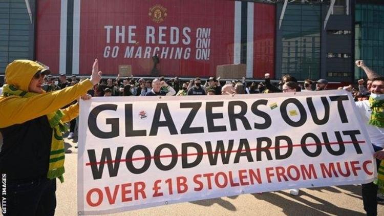 "Mančestras ""United"" fani protestā, likmetv"