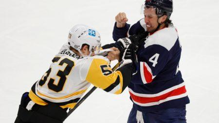 Bļugeram vēl viens kautiņš NHL spēlē (VIDEO)