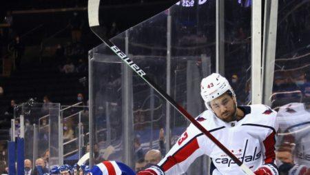 """""""Capitals"""" un """"Rangers"""" spēle pārvēršas par boksa maču (VIDEO)"""