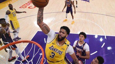 """""""Lakers"""" izkrīt jau pirmajā izslēgšanas spēļu kārtā"""