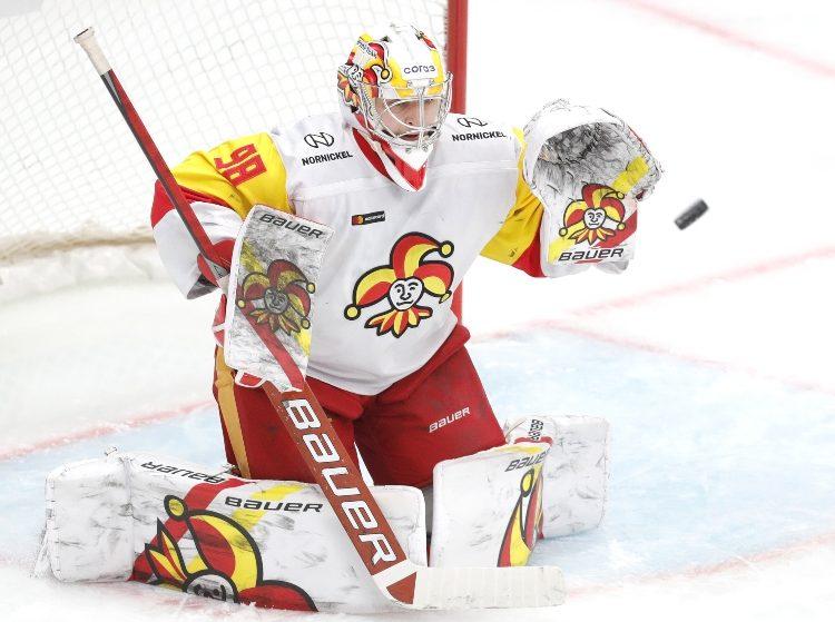 Kalniņš uz Šveici nedosies, paliks KHL