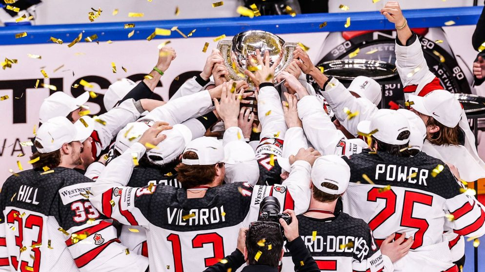 Kanāda divreiz atspēlējas un papildlaikā triumfē pasaules čempionātā