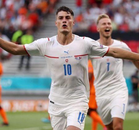 Čehijas izlase pārsteidz un turpina dalību EURO 2020